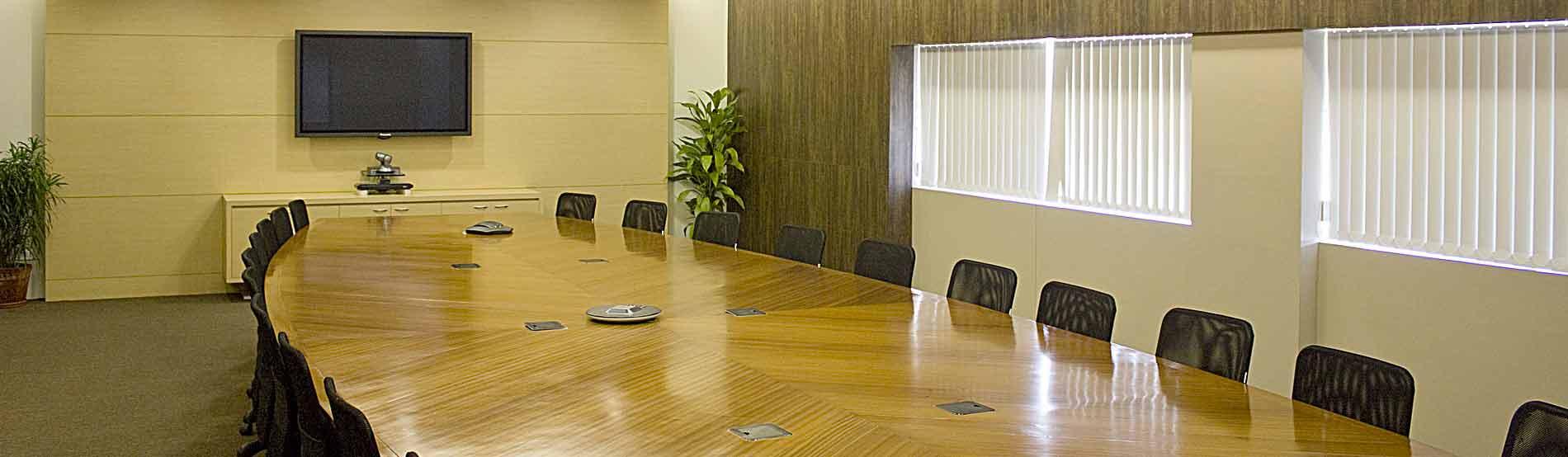 Konferenztechnik und -möbel
